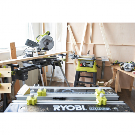 RYOBI EMS216L 1500W Pokosová pila, 216mm řezný kotouč 5133001197