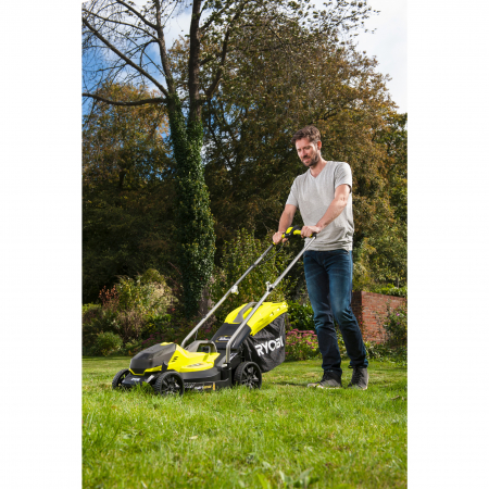 RYOBI RLM1833B 18V Akumulátorová sekačka na trávu, šířka záběru 33cm (1x2.5Ah) 5133004323